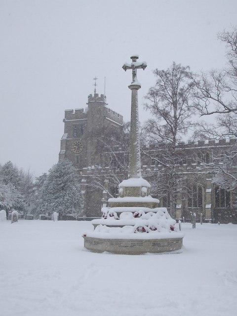 War Memorial, Tring in the snow