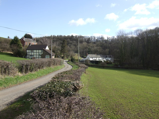 Cottages and woods around Ruckhall Mill