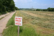 Farm road to Clifton Farm