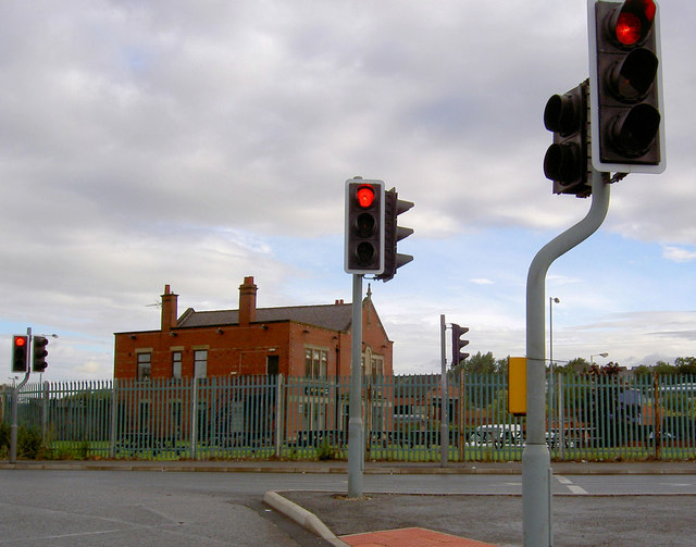 Rear of Keel Inn (and some traffic lights).