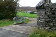 Cattle grid at the entrance to Ty Draw