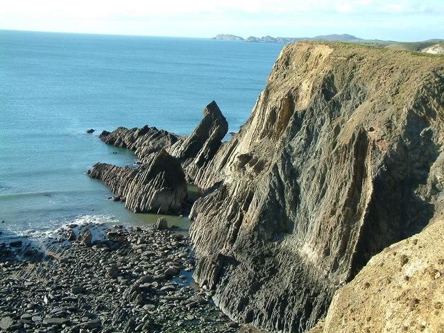 Rock strata near Porth y Rhaw