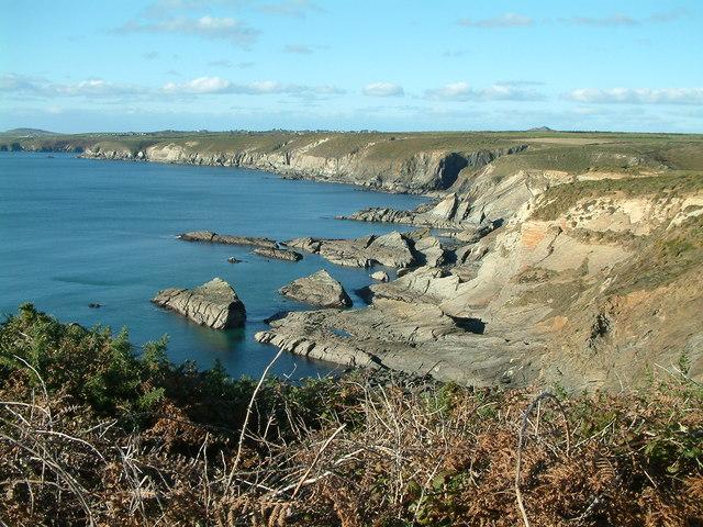 Treacherous rocks near Porth y Rhaw