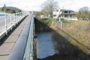 Haw Bridge crosses the Severn