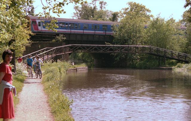 Footbridge (roving bridge) and railway bridge over the Wey Navigation