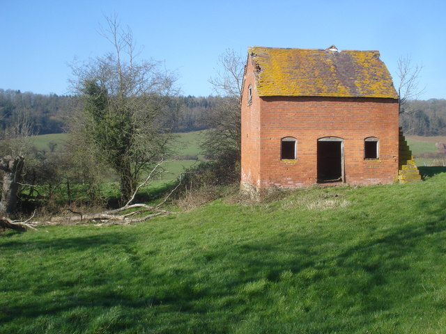 Barn near Beacon Hill Farm - 2
