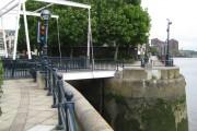 Chelsea Harbour lock bridge