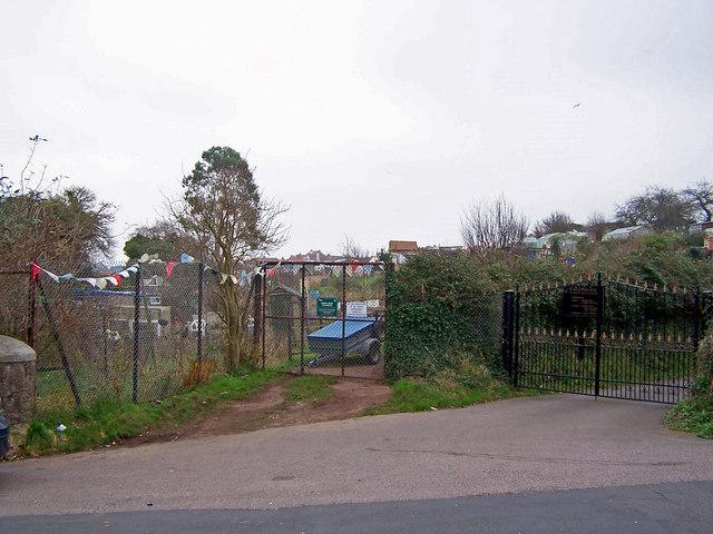 Contrasting entrance gates
