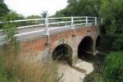 Castle Hedingham: River Colne bridge