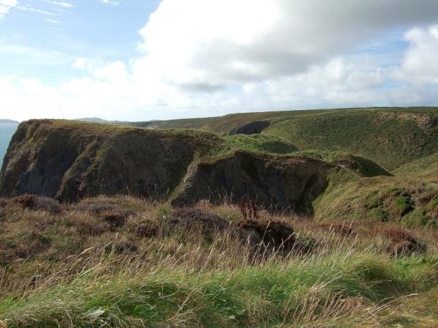 Fort to east of Porth y Rhaw
