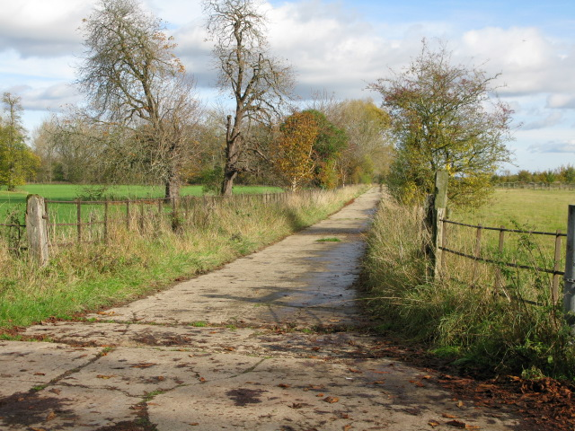 Cut through to Oak Road