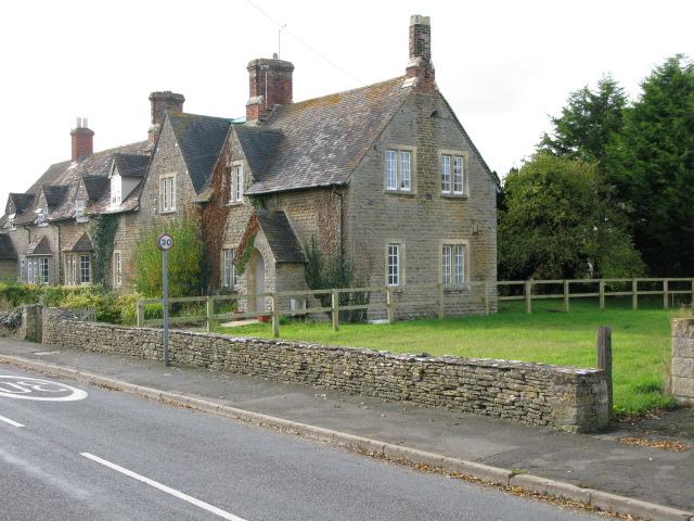 Houses on Charlham Way, Down Amney