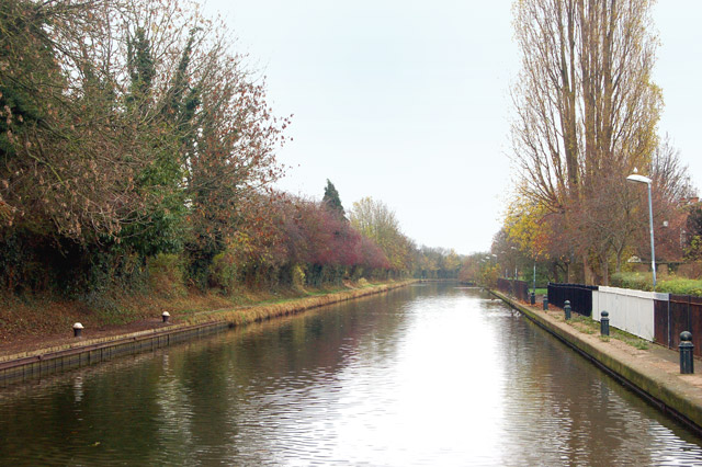 Looking east from Sydenham Drive along the Grand Union Canal