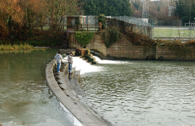 Fishing on the weir, Leamington Spa (2)