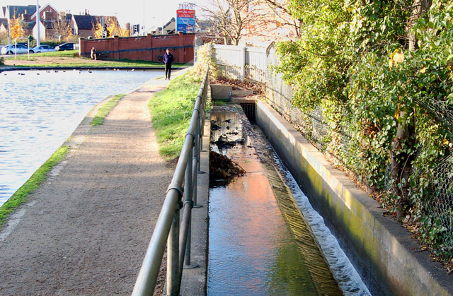 Towpath and overflow weir, Grand Union Canal, Emscote Road