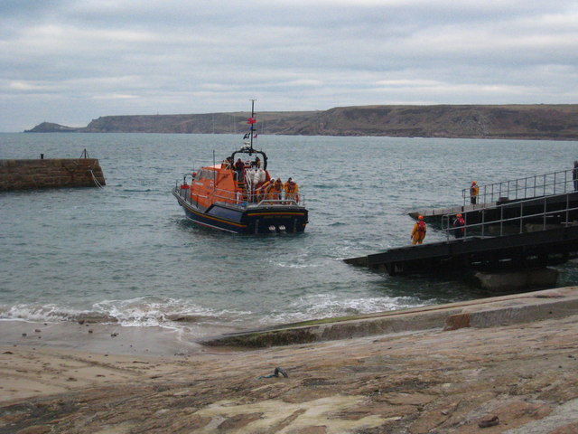 Returning the lifeboat to the lifeboat house