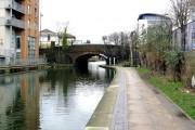 Regent's Canal:  Kingsland Road bridge