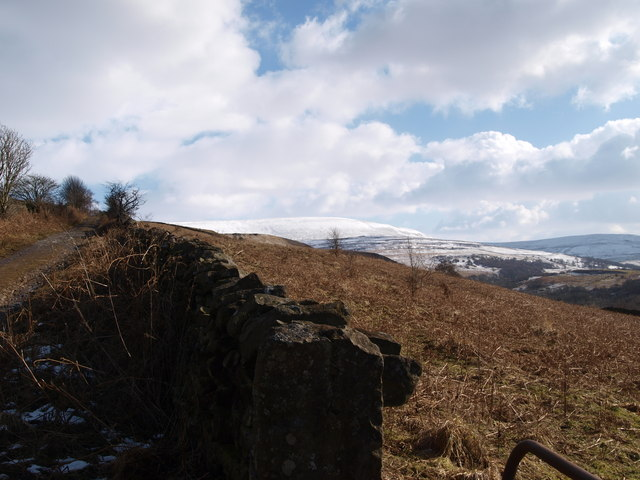 Footpath with view towards Tarnmonath Fell