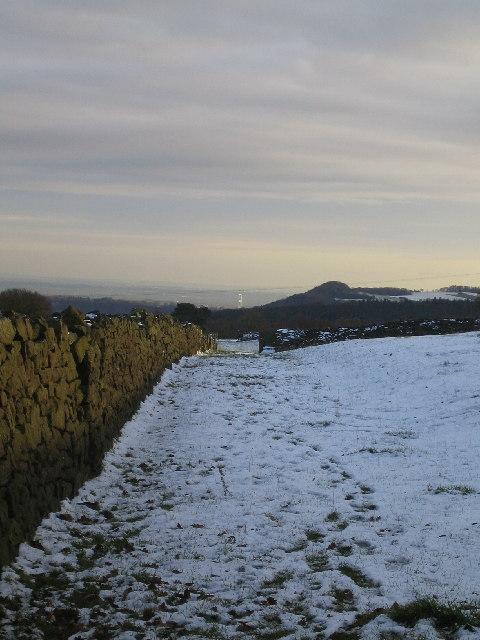 Footpath near Catbrook, looking towards Severn Bridge