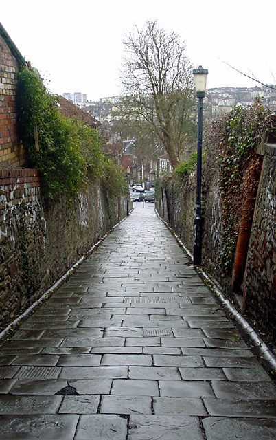 Footpath joining Claremont Road and Elton Road